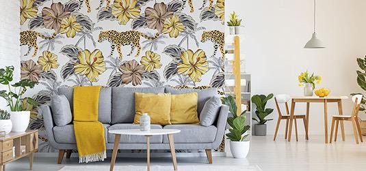 Un salon avec des accessoires décoratifs jaunes - Découvrez comment profiter de la couleur de l'année